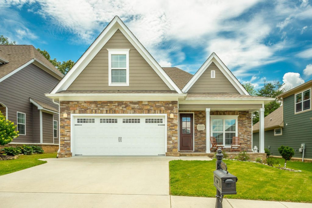Lovely single-family home in the Seven Lakes neighborhood. The property has three bedrooms and two baths with hardwood floors, a screened in porch, and safe room.