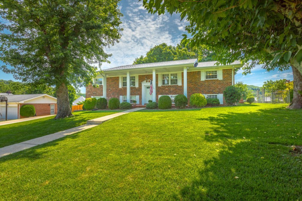 Lovely, well-kept all brick home in the popular Holly Hills subdivision.
