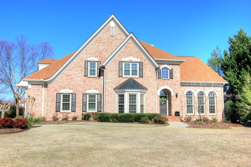 This is an all-brick executive home located in the prestigious East Brainerd Council Fire golf course community. The home strikes the perfect balance of elegant traditional architectural design with laid-back comfort and style.